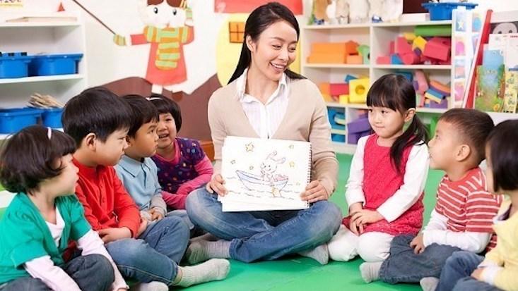 Giáo viên trông trẻ – nghề dễ kiếm tiền nhất hiện nay